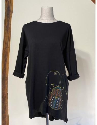 Vestido tres cuartos - Pintura de Vacaloura sobre negro